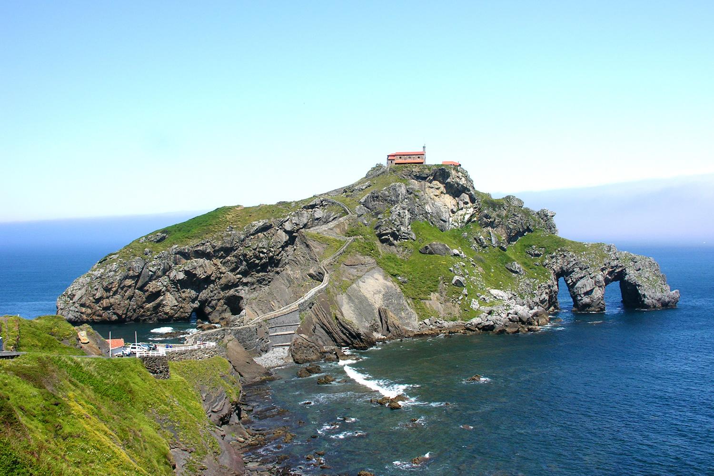 San Juan de Gaztelugatxe desafía al mar